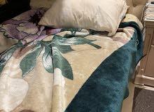 غرفة نوم مكونة من سرير 150سم قاعدة مع فرشة ، 2 كمودينو و تسريحة