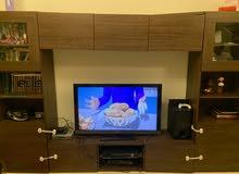 خزانة تلفزيون ضخمة