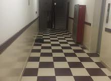 شقة بالخوض السادسة للاجار قريب دوار الجامعة و خلف جامع الجلندى