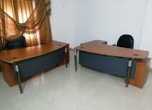 مكاتب حديثة عدد 2، كرسي مكتب واحد، مقاعد جلد عدد 2