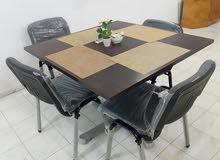 طاولات خشبية جديدة بالكراسي جدد