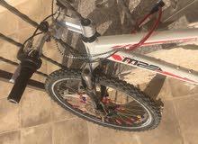 دراجة هوائية رائعة حديد غيو قابل للصداء عجال اصلية وجديدة تقريبا بسعر مغري 80دينار