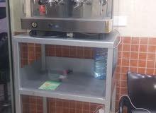 مكنة قهوة مع مطحنة و طاولة للبيع