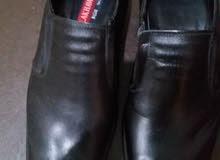 حذاء مقاس 42 مستعمل مرة وحده