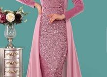 فستان بحال الجديد لبسة اولى بلبس من 46-50 ومعه مجال للتوسيع