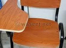 مقاعد محاضرات خشبية بحالة ممتازة للبيع بسعر مغري