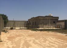 قطعة ارض بمساحة 600 متر بها استراحة مسقوف 72 متر ابوروية 1 كم عن الطريق الساحلي