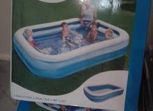 أحواض سباحة بأحجام مختلفة