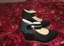 حذاء لون اسود
