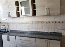 مطبخ خشب HPLمقاس2.20علوي 2.20 سفلي يتكون من 8 وحدات منفصله والسعر 3950بعد 4500