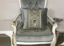طبعًا الكراسي مٌفصله ولم تستخدم حتى ..سبب البيع لم تناسب مع الكنب