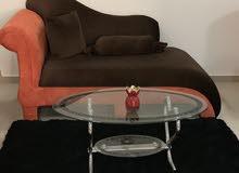 اريكه مع كرسي ومخادات وطاوله شبه جديده