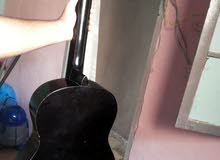 جيتار سبونج شبه جديدة لون أسود الثمن 180دينار السعر قابل للنقاش