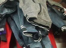 يوجد لدينا 50 الف قطعة ملابس اطفال