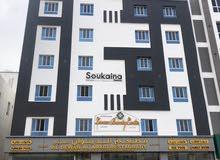 للايجار شقة ممتازة في الخوض السادسة في بناية حديثة و راقية
