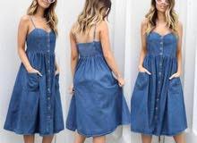فستان جينز ناعم ومرتب لون واحد