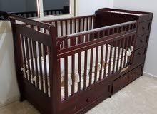 سرير اطفال مع الفرشة بحالة جيدة للبيع