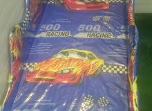 سرير اطفال شكل سيارة استخدام بسيط