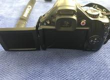 كاميرا كانون نظيفة بدون كسور او جروح.