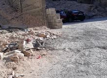 عماره صغيره  و قديمه في جبل النصر على 850 متر