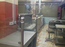 يوجد مطعم للبيع مع العده المطعم موجود وجاهز والموقع حلو والمطعم شغال