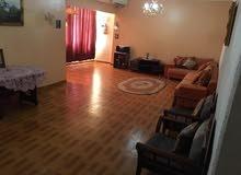 شقة للايجار في شارع عمر المختار مقابل كلية البنات مفروشة