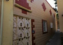 منزل عربي + ملحق للإيجار فقط ( للعوائل أو موظفات ) يقع في مسقط - سداب
