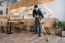 موظف نظافة في مقهي بيتزا في بن عاشور