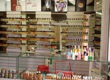 متجر لبيع العطور ومتحضرات التجميل
