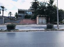 فندق للبيع على الطريق المكان لبدة قبل السيمافرو