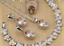 مجوهرات للبيع بطلب