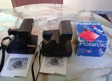 مصورتين polaroid قديمتين نقيتان في حالة جيدة تخرج صور فورية بعد إلتقاطها