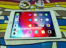 Ipad mini 4 silver color 128gb wifi+facetime same as brand new 4 month used