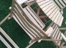 طاولات وكراسي خشب زان ضد العوامل وقابلة للطي.