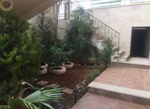 شقة مميزة للبيع في الرابية 200م مع حديقة وترسات 110م تشطيب سوبر ديلوكس