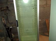 ثلاجة باب زجاج