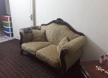 طقم كنب 7 مقاعد بحاله جيده جدا للبيع
