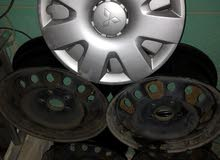 للبيع عدد 4 جنوط الأصلي لانسر 2009 مع عدد 4 طوس لانسر القرش موديل 2009 نظام خمسة براغي