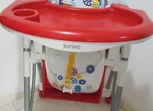 كرسي طعام للاطفال بحالة ممتازة