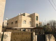 فيلا للبيع في البنيات خلف جامعة البتراء مساحة البناء 680 متر