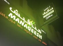 مطلوب نادلة طعام وكاتبة اوردرات وصانعة حلويات وكاشيرة  للعمل بكافتيريا في عجمان