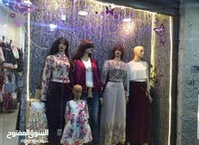 محل ملابس للبيع في شارع النت
