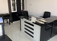 اثاث مكتبي للبيع شبهه جديد الرياض