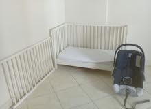 سرير  أطفال وكرسي سياره اطفال للبيع