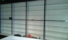 تجهيز باترينات حسب الطلب وعمل رفوف لجميع المحلات التجارية مع عمل ديكورات نجارة