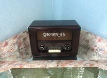 راديو خشبي قديم الشكل حديث الصناعه
