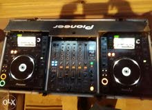 Dj Console includes 1xdjm 800 mixer and 2xCDJ 2000 Pioneer in a flight case