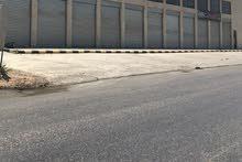 محلات  للايجار في ابو علندا مقابل مرسيدس عمق الباب 14متر كهربا