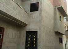 بيت مكون من ثلات طوابق