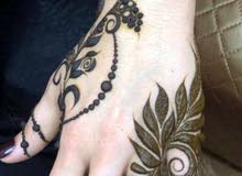 مطلوب موظفة نقش الحناء An employee is required to inscribe henna